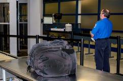 TSA e borsa incustodita Immagine Stock