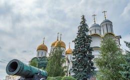 Tsaarkanon en het Kremlin Churchs stock afbeeldingen