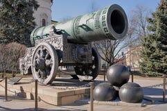 Tsaarkanon (Koning Cannon) in Moskou het Kremlin in de zomer Royalty-vrije Stock Afbeeldingen