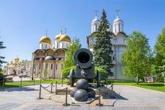 Tsaarkanon, Patriarshy-Kathedraal en Kathedraal van Dormition Uspensky Sobor in Moskou het Kremlin, Rusland stock afbeelding