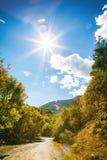Tsaghkunyats góra w Aghveran, Armenia Piękny droga krajobraz z zielonymi górami i wspaniałym chmurnym niebem Fotografia Stock