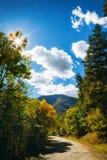 Tsaghkunyats góra w Aghveran, Armenia Piękny droga krajobraz z zielonymi górami i wspaniałym chmurnym niebem Obraz Stock