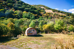Tsaghkunyats góra w Aghveran, Armenia Piękny krajobraz z zielonymi górami i wspaniałym chmurnym niebem Obraz Stock