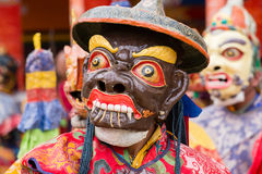 西藏喇嘛在跳舞Tsam在佛教节日的面具穿戴了奥秘舞蹈在Hemis Gompa 拉达克,北部印度 库存图片