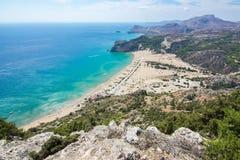Tsampikastrand en het eilandpanorama van Rhodos vanaf Tsampika-bergbovenkant, Griekenland Royalty-vrije Stock Fotografie