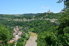 Tsarevets堡垒和河Jantar的谷看法  免版税库存照片