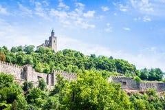 Tsarevets fästning och den patriark- kyrkan i Veliko Tarnovo, Bulgarien Royaltyfria Foton