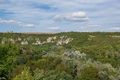 Tsarevets forteczny kompleks - widok góry otacza je obraz royalty free