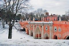 Tsaritsyno公园看法在莫斯科 大桥梁 免版税库存图片