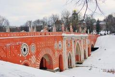 Tsaritsyno公园看法在莫斯科 大桥梁 库存图片