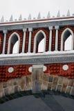 Tsaritsyno公园看法在莫斯科 老桥梁 免版税库存照片