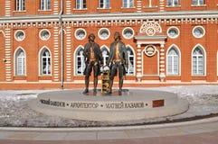 Tsaritsyno公园 对Vasily Bazhenov和Matvey卡扎科夫的纪念碑 免版税库存图片