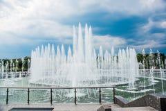 Tsaritsyno parkerar, sommar, dag Stor springbrunn moscow russia Royaltyfria Bilder