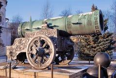 Tsarkanon (konungen Cannon) i MoskvaKreml i vinter Royaltyfria Foton