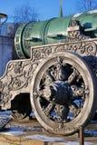 Tsarkanon (konungen Cannon) i MoskvaKreml i vinter Arkivbild