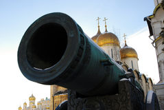 Tsarkanonkonung Cannon i MoskvaKreml i vinter Royaltyfria Foton