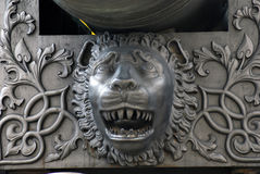 Tsarkanonkonung Cannon i MoskvaKreml, lejonhuvud Arkivbilder