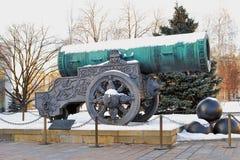 Tsarkanonkonung Cannon i MoskvaKreml i vinter Arkivbilder