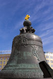 Tsarklockan är en monument i MoskvaKreml Arkivbild