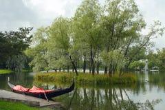 Tsarskoe Selo, de gondel bij de ligplaats stock foto