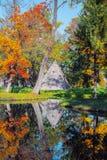 Tsarskoe Selo Pushkin, Rusland Paviljoen van de piramide in het Park van Catherine ` s in de herfst Royalty-vrije Stock Afbeelding