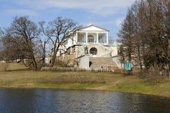 TSARSKOYE SELO,俄罗斯- 2016年4月16日:喀麦隆画廊,凯瑟琳公园照片  库存照片