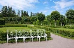 长凳在凯瑟琳公园, Tsarskoye Selo 库存图片