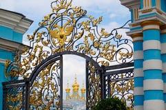 Tsarskoye Selo parkerar i St Petersburg arkivbilder