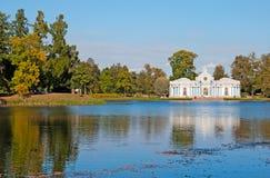 Tsarskoye Selo (Pushkin) Heilige-Petersburg Rusland Het grotpaviljoen Stock Foto's