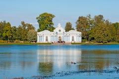 Tsarskoye Selo (Pushkin) Heilige-Petersburg Rusland Het grotpaviljoen Stock Foto