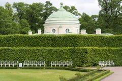 Tsarskoye Selo Pushkin, St Petersburg, allée en parc, arbres et arbustes, chemins de marche Image libre de droits