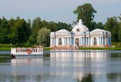 Tsarskoye Selo (Pushkin) St Petersburg Rússia Povos na balsa Imagens de Stock Royalty Free