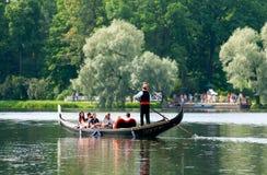 Tsarskoye Selo (Pushkin) St Petersburg Rússia Povos na gôndola Imagens de Stock Royalty Free