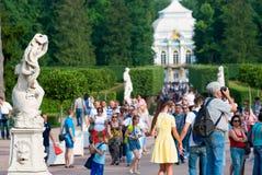 Tsarskoye Selo Pushkin St Petersburg Rusia Gente en Catherine Park Imágenes de archivo libres de regalías