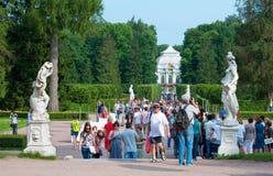 Tsarskoye Selo Pushkin St Petersburg Rusia Gente en Catherine Park Fotos de archivo libres de regalías