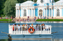 Tsarskoye Selo (Pushkin) St Petersburg Russie Les gens en Catherine Park Photographie stock