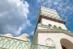 Tsarskoye Selo (Pushkin) St Petersburg, Russland Der weiße Turm in Alexander Park Lizenzfreie Stockfotografie