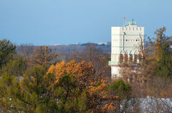 Tsarskoye Selo (Pushkin) St Petersburg Russland Der weiße Turm in Alexander Park Lizenzfreies Stockfoto