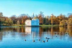 Tsarskoye Selo Pushkin St Petersburg Ryssland planlade bad 52 1850 för den petersburg pushkin russia för I-monighettipaviljongen  Royaltyfri Fotografi