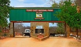 Tsavo徒步旅行队公园,肯尼亚- 8月08 :natura的入口 免版税库存图片