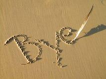 Tschüss geschrieben in Sand Stockfotos