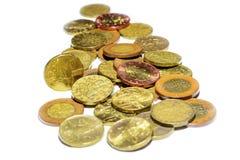 Tschechische Goldmünzen auf einem weißen Hintergrund Lizenzfreie Stockfotos