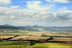 Tschechische Landschaft vom Hazmburk-Schloss bei České Středohořà stockfotos