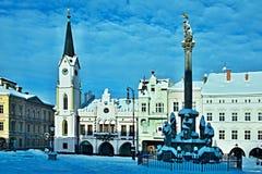 Tschechische Republik-Ansicht über das Quadrat in der Stadt Trutnov im Winter stockbild