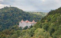 Tschechische Republik Karlovy unterscheiden sich Kaiserhotel und Turm Diana Stockbild