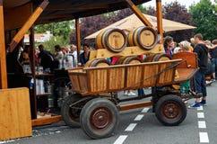 Tschechische Republik Velke Popovice Fässer auf dem Lastwagen mit einem Bier 11. Juni 2016 Lizenzfreies Stockbild