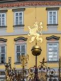 Tschechischer Löwe auf dem kleinen Quadrat in Prag stockbilder