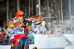 Tschechisches biathlete Gabriela Soukalova, die auf dem Schießstand während Tschechen Biat steht Lizenzfreie Stockfotos