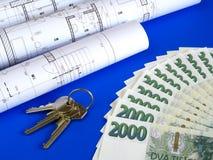 Tschechisches Geld und Pläne Stockfotografie