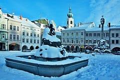 Tschechisches Republik-Quadrat in der Stadt Trutnov im Winter lizenzfreie stockfotografie